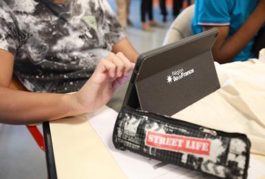Distribution tablettes lycées Argenteuil