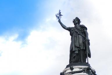 Marianne, place de la République, à Paris