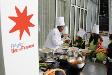 Leçon de goût : des écoliers découvrent au siège de la Région les saveurs d'Île-de-France
